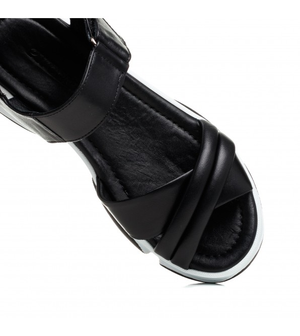 Босоніжки жіночі шкіряні чорні на платформі Evromoda