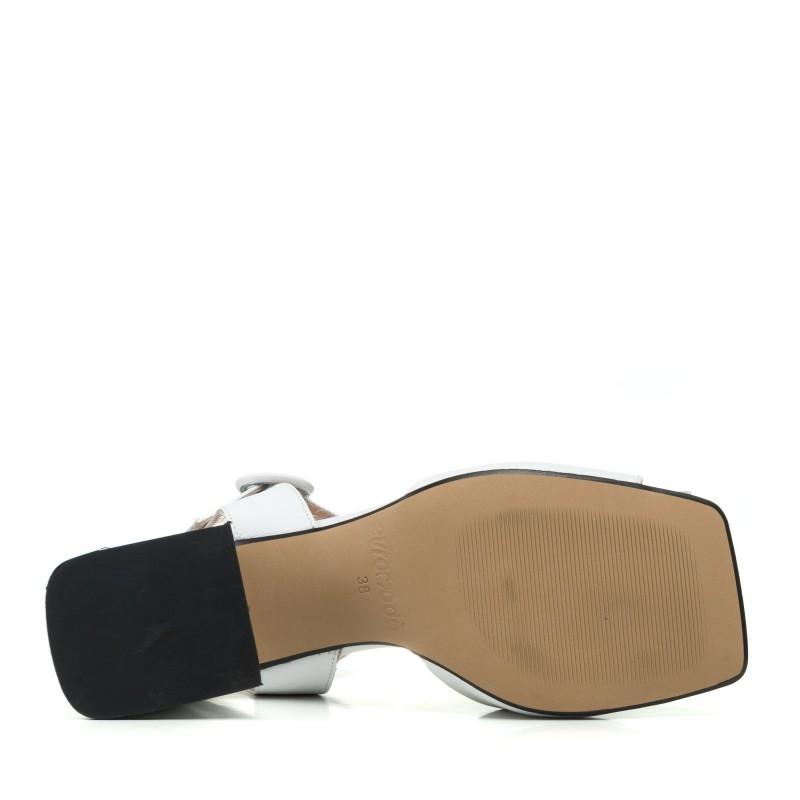 Босоніжки шкіряні білі на товстому каблуку Evromoda