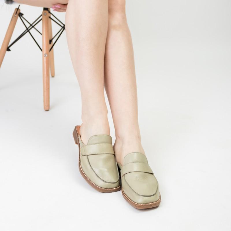 Шльопанці жіночі шкіряні з закритим носком Gossi