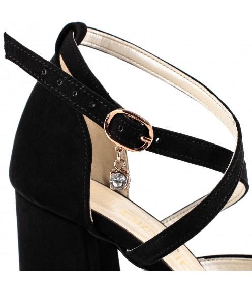 Босоніжки жіночі чорні на товстому каблуці замшеві ZanZara
