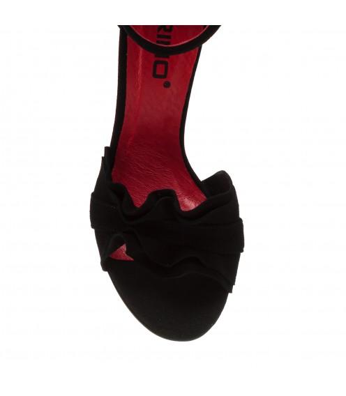 Босоніжки жіночі замшеві чорні на високому каблуці Karino