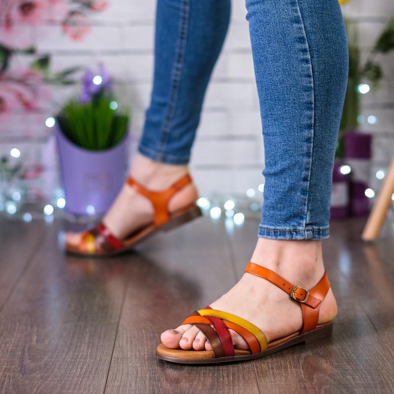 Босоніжки жіночі  шкіряні, на низькому ходу, з кольоровими ремінцями Presso