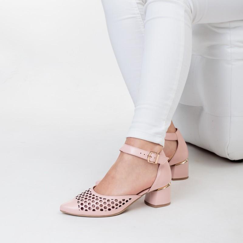 Босоніжки шкіряні закриті рожеві Aga