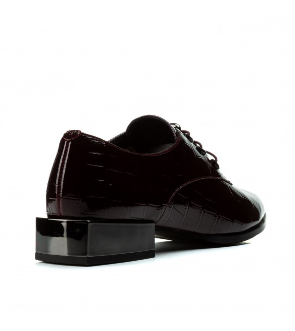 Туфлі жночі шкіряні лакові чорні на низькому каблуку