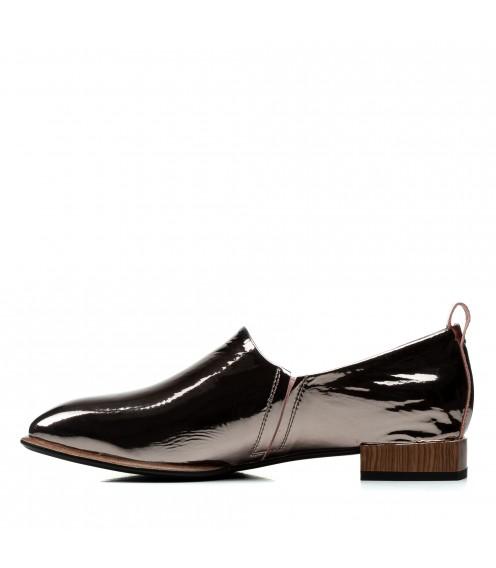 Туфлі жіночі шкіряні лакові чорні на низькому каблуку
