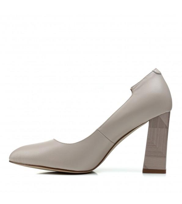 Туфлі жіночі шкіряні бежеві на високому каблуку