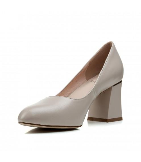 Туфлі жіночі шкіряні бежеві на стійкому каблуку