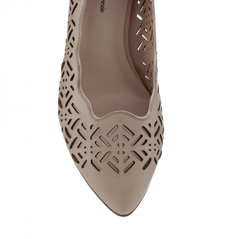 Туфлі жіночі шкіряні бежеві на низькому каблуку  Lady marcia