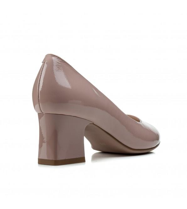 Туфлі жіночі шкіряні лакові бежеві на зручному каблуку