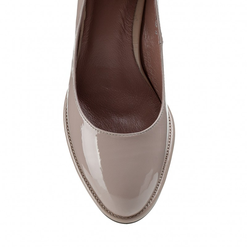 Бежеві лакові туфлі на товстому каблуці