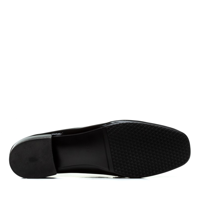 Туфлі жіночі шкіряні чорні лакові на низькому каблуку