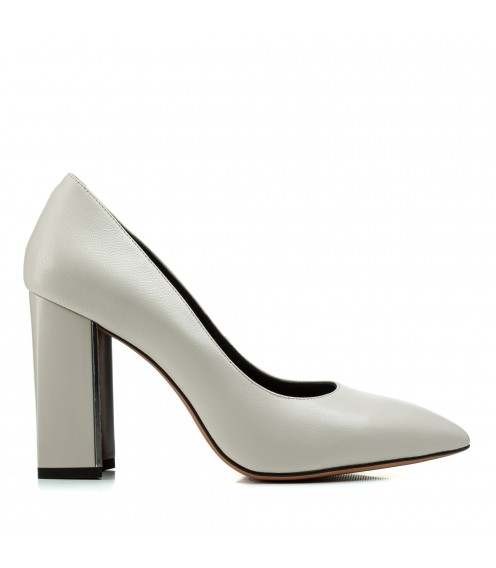 Туфлі жіночі шкіряні бежеві на зручному каблуку Dovetoly