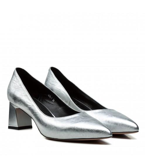 Туфлі жіночі шкіряні сріблясті на зручному  каблуцку Dovetoly