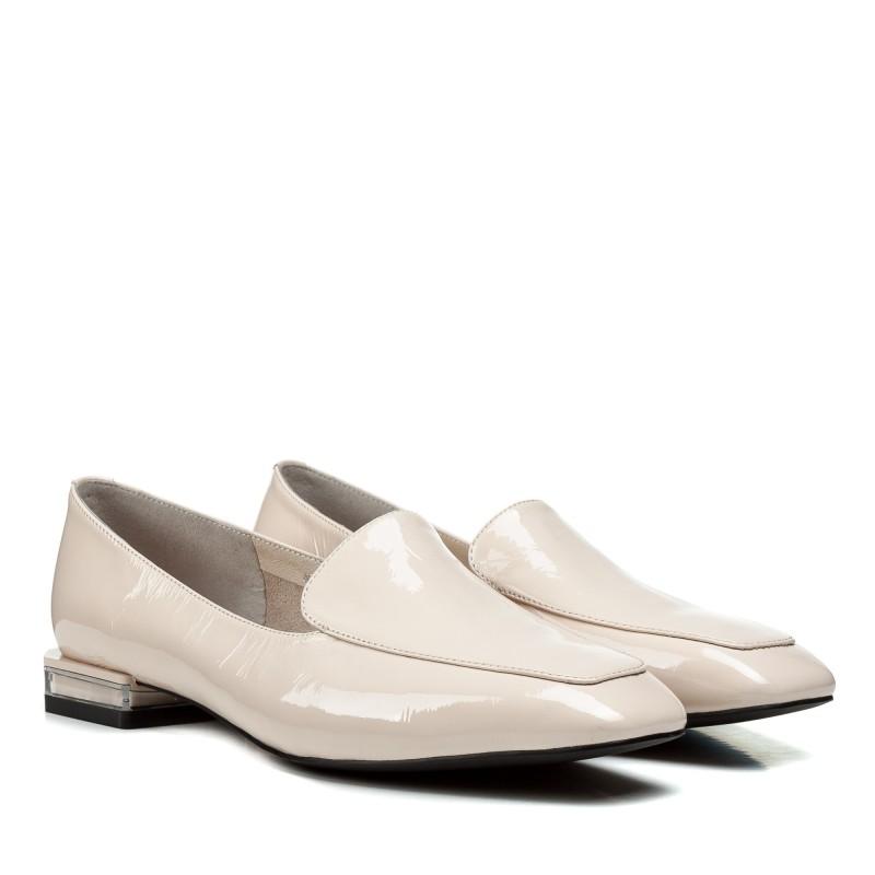 Туфлі жіночі шкіряні лакові бежеві на низькому каблуку