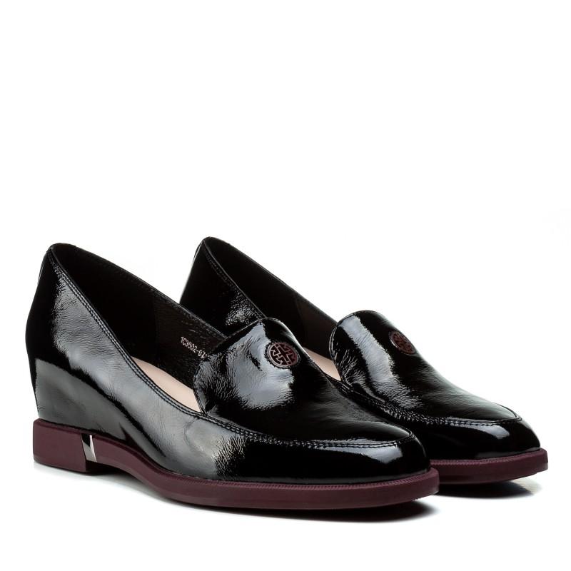 Туфлі жіночі шкіряні лакові чорні на танкетці Geronea