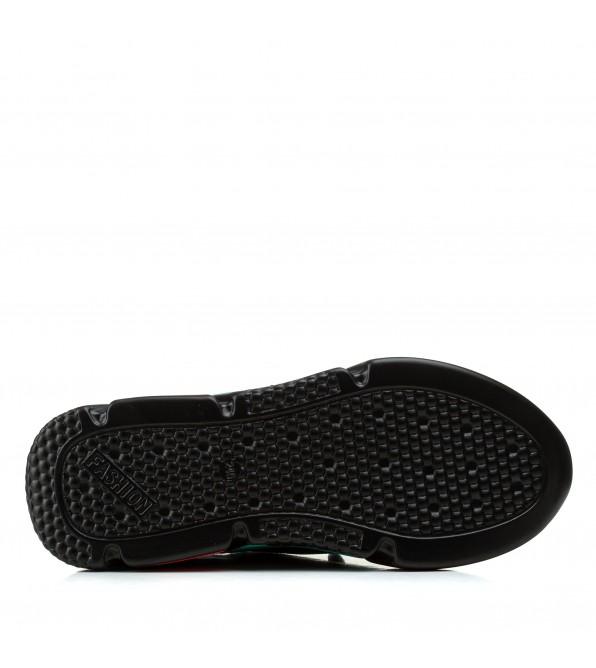 Кросівки жіночі чорні на зручній платформі Linda
