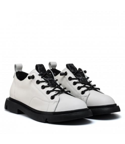 Туфлі шкіряні молочні на низикому ходу Berkonty