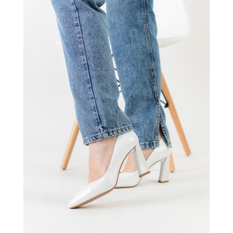 Туфлі жіночі шкіряні світлі на каблуці Lady marcia