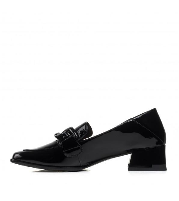 Туфлі-лофери жіночі лаковані на каблуці Geronea