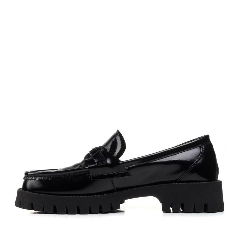 Туфлі - лофери чорні лакові на низькому ходу Melanda