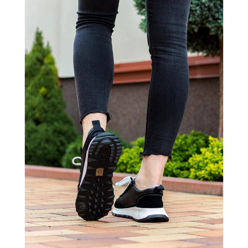 Кросівки жіночі чорні на білій підошві Lifexpert