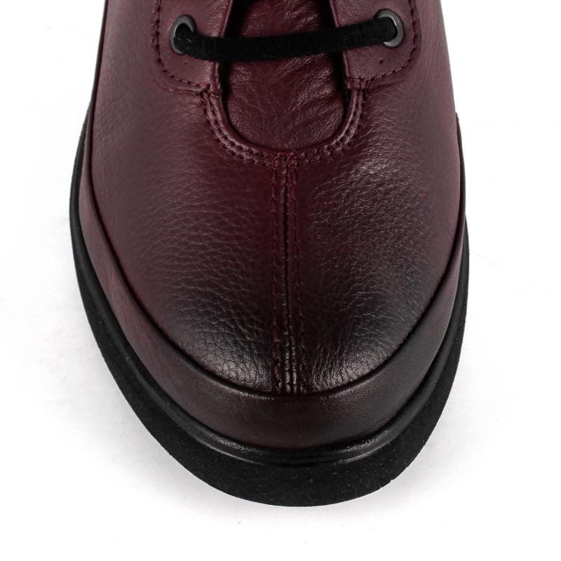 Туфлі жіночі шкіряні на шнурівки на танкетці бордові закриті осінні