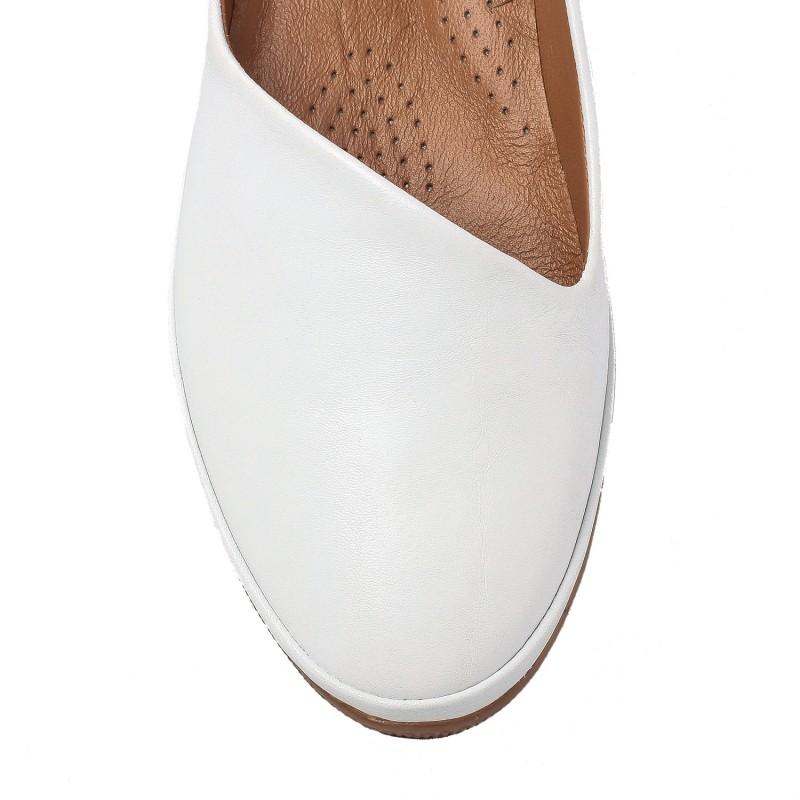 Балетки жіночі шкіряні білі на низькому ходу