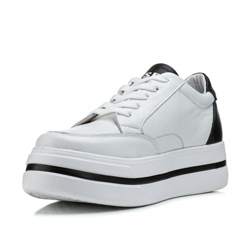 Кросівки жіночі шкіряні білі на рівній платформі