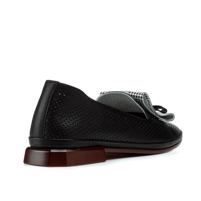 Туфлі жіночі шкіряні чорні на товстому каблуці