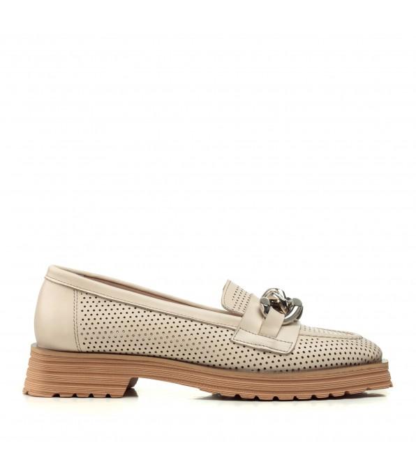 Туфлі лофери жіночі бежеві з ланцюжком Aquamarin