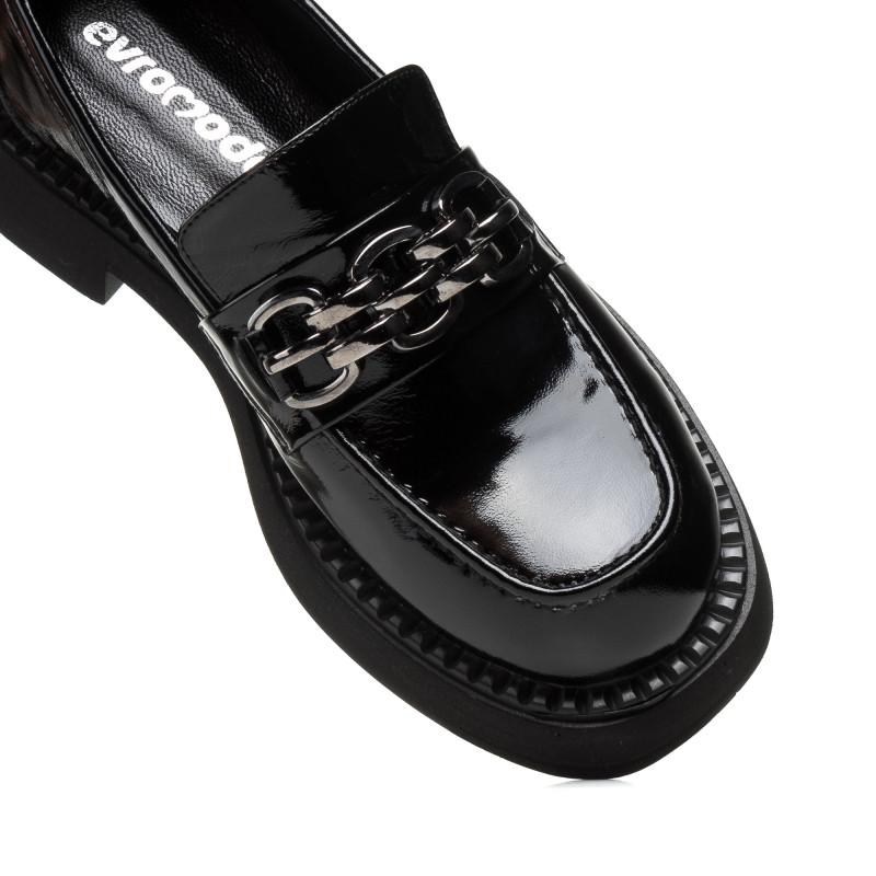 Лофери жіночі чорні лаковані з пряжкою на зручному каблуці