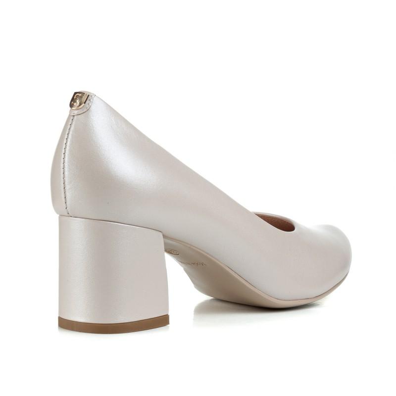 Туфлі-човники жіночі шкіряні  бежеві на каблуці Sala