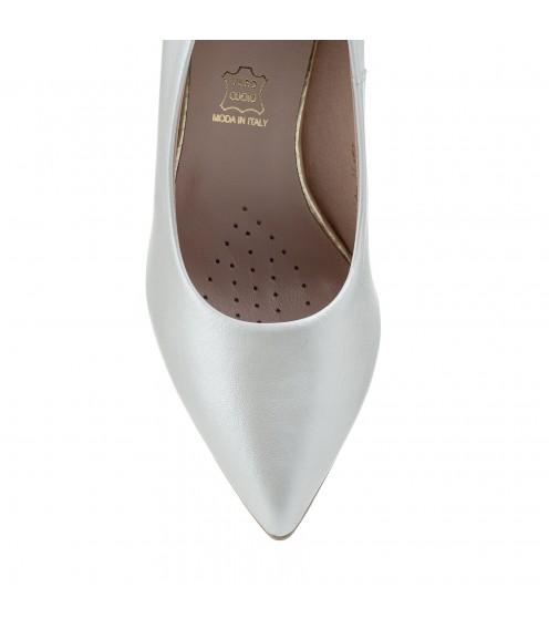 Туфлі жіночі шкіряні білі перламутрові на шпильці Sala