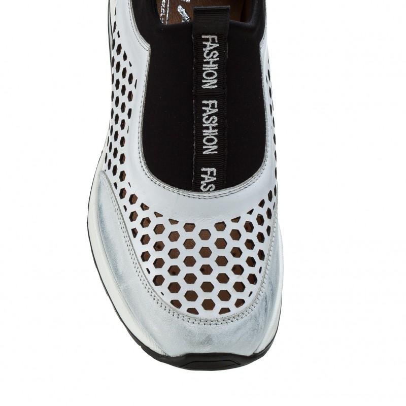Кросівки жіночі шкіряні на танкетці білі AGA