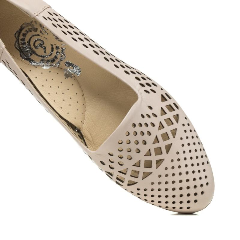 Туфлі жіночі бежеві на низькому каблуку Korzeniowski