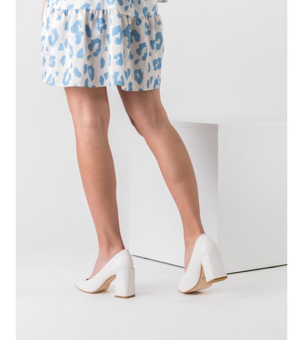 Туфлі жіночі шкіряні молочні на товстому каблуку Nivelle