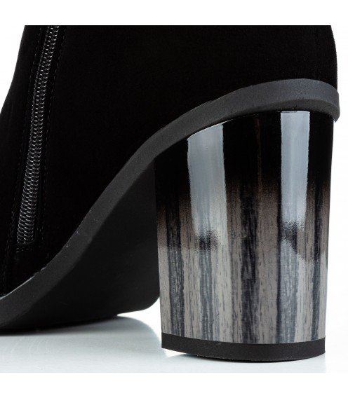 Чоботи жіночі замшеві з оригінальним каблуком Sufinna
