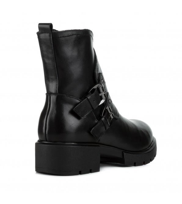 Черевики жіночі шкіряні чорні на низькому каблуку з пряжками