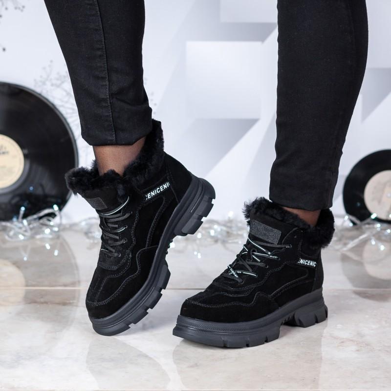 Черевики жіночі зимові на грубій підошві чорні на шнурках замшеві