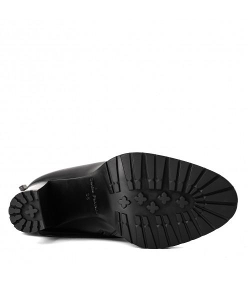 Елегантні чоботи на каблуці Sasha Fabiani
