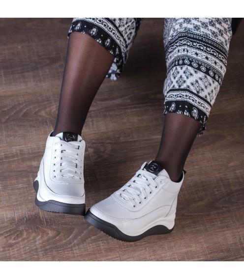 Кросівки жіночі шкіряні білі Kento