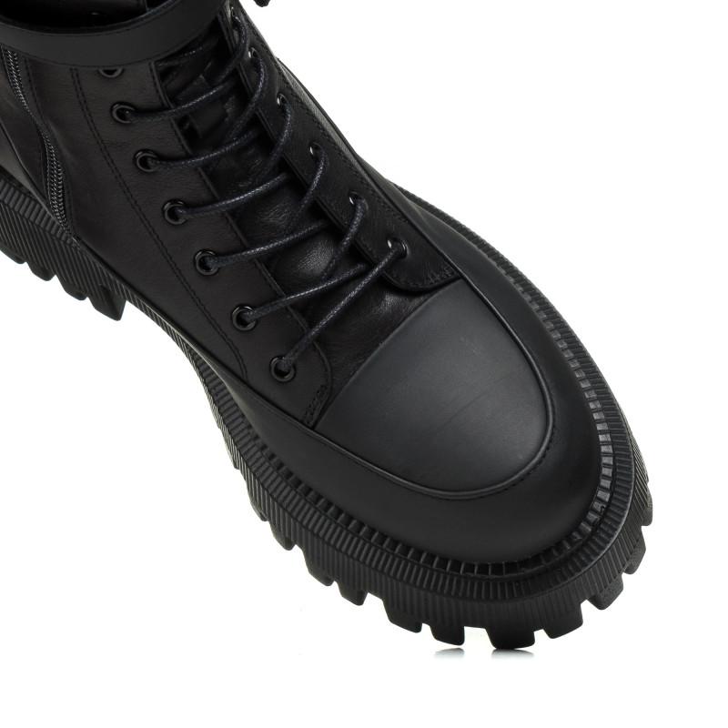 Черевики чорні Corsovito на тракторній підошві стильні