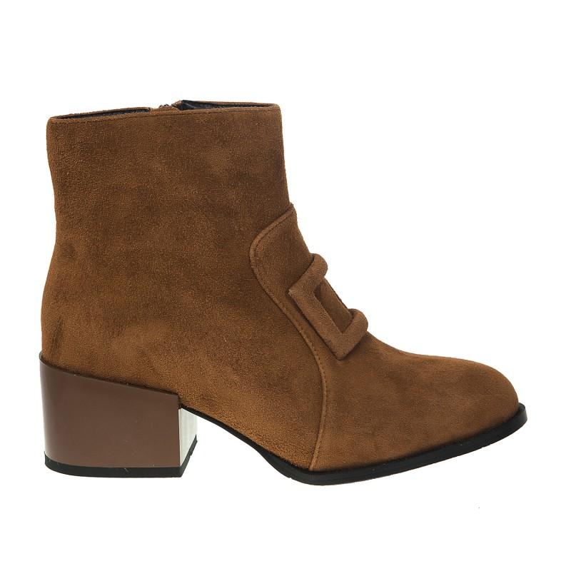 Ботильйони жіночі замшеві коричневі на низькому широкому каблуку