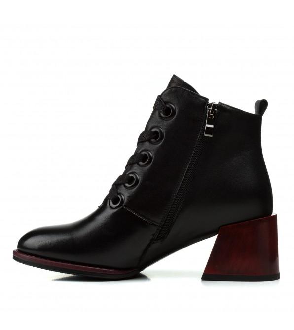 Ботильйони жіночі шкіряні чорні на квадратному каблуку