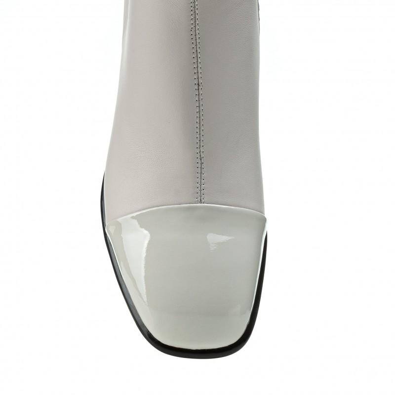 Ботильйони жіночі молочні з лакованим носком Brocoli