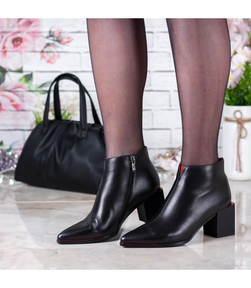 Ботильйони жіночі шкіряні лаковані з квадратним каблуком Lady Marcia