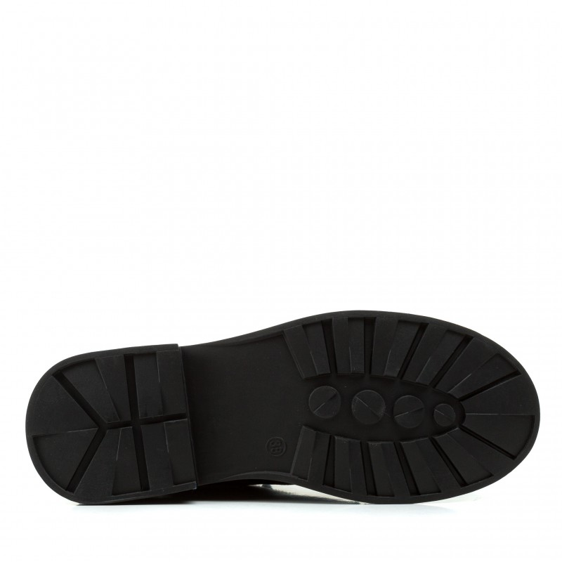 Черевики на низькому каблуці на шнурівці шкіряні чорні