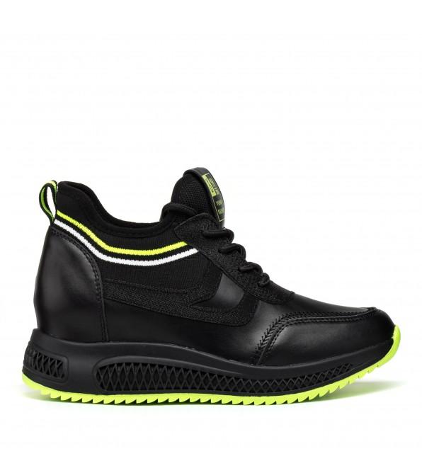 Кросівки жіночі чорні на танкетці Lifexpert