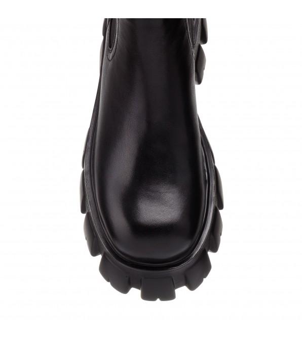 Черевики жіночі чорні на масивній підошві Oeego