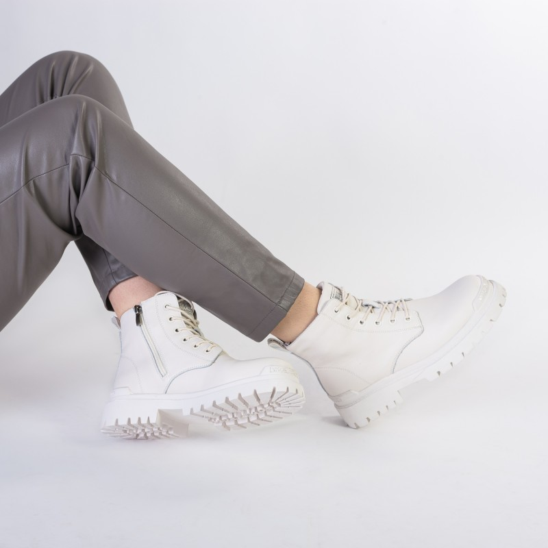 Черевики жіночі світлі на шнурівці Lifexpert